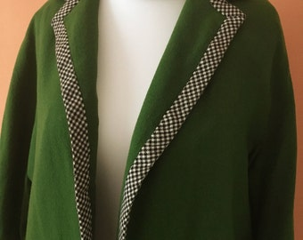 Beautiful swing coat with Houndstooth patterns on the hems