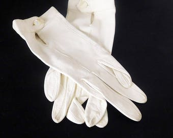 Vintage Women's Leather Gloves - Size S - Kidskin Cream - Pearl Button