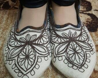 1870s Ladies' Slipper Pattern - Ladies slippers - Wool slippers  - Handmade slippers -  Embroidered slippers - Slippers room.