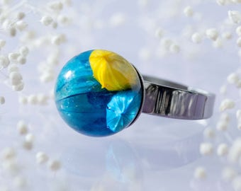 Extraordinary Real Flower Ring - Yellow and Turquoise Flax Capsules