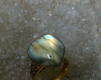 BLC1 LABRADORITE ring - cabochon and Golden steel support
