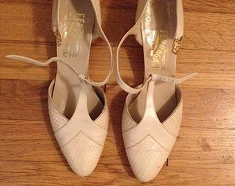 Vintage Salvatore Ferragamo white/cream t bar textured shoes