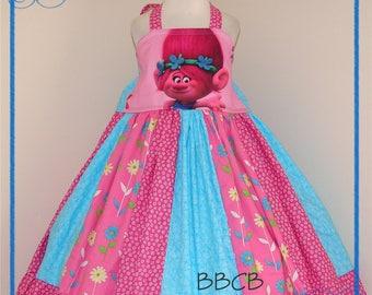 Girls TR0LLS Poppy Dress - fits aprox 4/5T 5 maybe 5/6 - Birthday Party - Daisy Dots