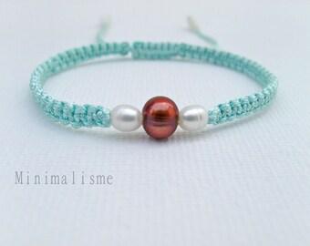 Braided bracelet adorned with three pearls Ref: M003