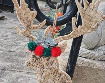 Festive wooden pompom reindeer