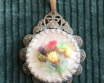 Vintage pendant with dried flowers