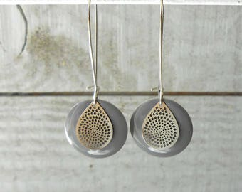 Sleeper earring silver, sequin gray enamel and engraving