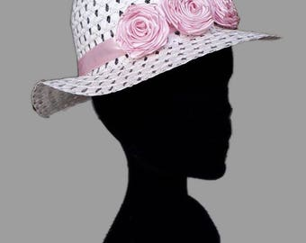 Straw hats with floral applications made by hand