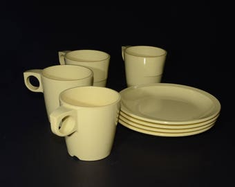 Vintage MELMAC Pastel Yellow Nesting Mugs and Lunch Plates -  G.P.L. 8 pieces set - Hard Plastic Stacking Coffee Cups, Canadian, Melamine