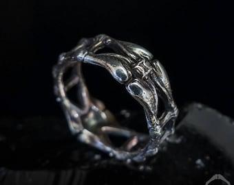 Alien Ring | Giger Ring | Bone ring | Gothic Ring | Biomechanical Ring | geek Ring | nerd ring | Fantasy ring | Macabre Ring | Horror Ring