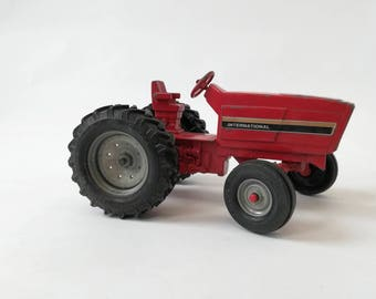 INTERNATIONAL 1980's metal toy tractor