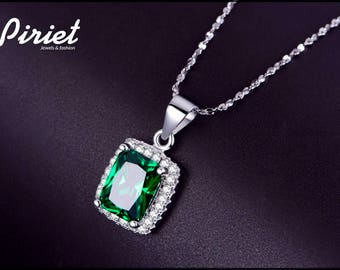 925 silver necklace with emerald created in laboratory