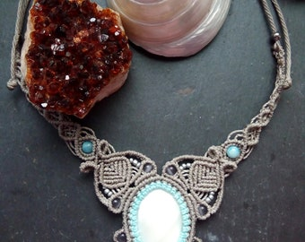 Macrame necklace with Cabujon of pearl