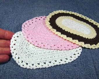 Miniature crochet oval dollhouse rug, about 4 by 6 inches, 1/12 scale dollhouse decor, you choose color: white pink brown, ready to ship