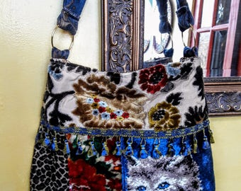 Carpet bag with cat