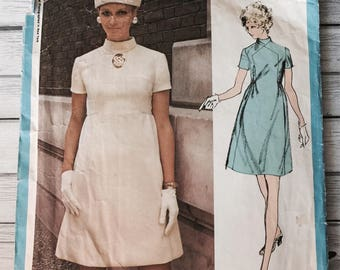 Vogue Americana 2318 Vintage Dress 1970s Sewing Pattern Misses Size 12 Bust 34 Teal Traina