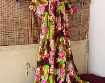 Vintage NWT Hawaiian Maxi Dress MuuMuu Caftan Honolulu Pink Flowers Medium