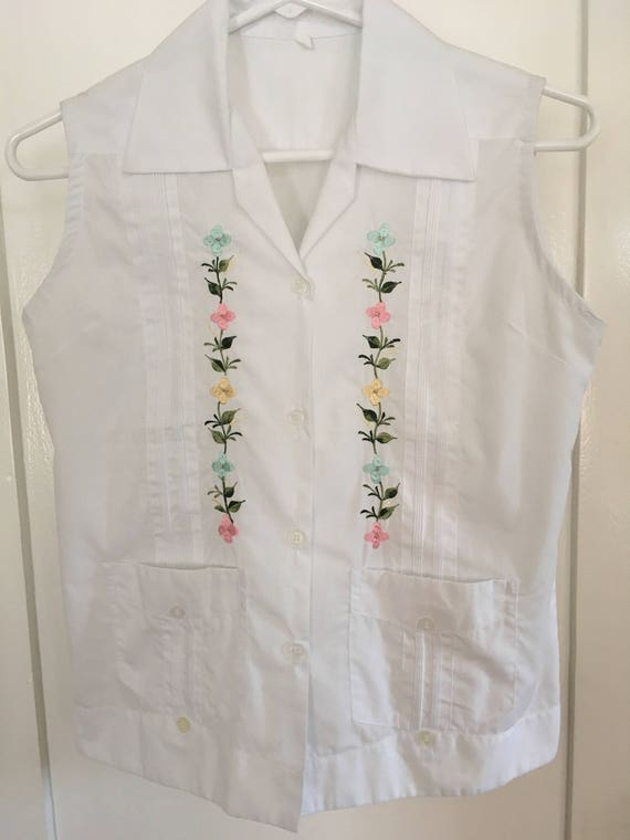 1960s Womens White Cotton Guayabera Style Sleeveless Top with Colorful Floral Embroidery and Pockets-S