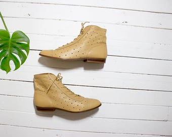 Vintage Ankle Boots 7 / Tan Leather Boots / Lace Up Boots / Spectator Ankle Boots / Ankle Boots Women