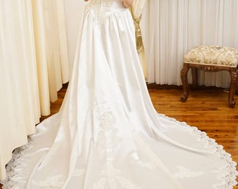 Vintage Beaded Off the Shoulder Sexy White Wedding Dress With Ivory Lace Cathedral Train Faux Pearl
