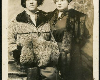 Girlfriends with FANCY HATS and Winter Coats w Fur ACCESSORIES Photo Postcard circa 1910 Spokane Washington