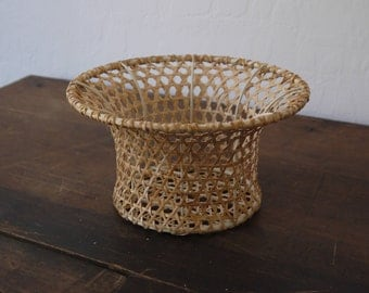 Vintage wicker rattan 50s planter / small straw weaved planter / weaved rattan planter / small 50s weaved wicker planter / small