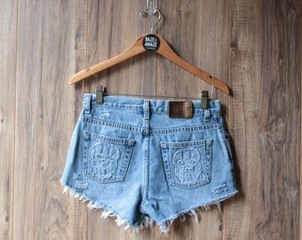 High waist vintage denim shorts | Ripped distressed shorts | Skull embroidered patch denim | Ripped hipster festival light wash denim |