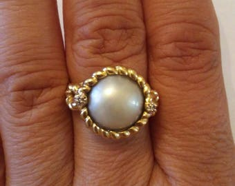 Gorgeous Natural Cream Grayish Pearl with Two Accented Diamonds Gold Ring