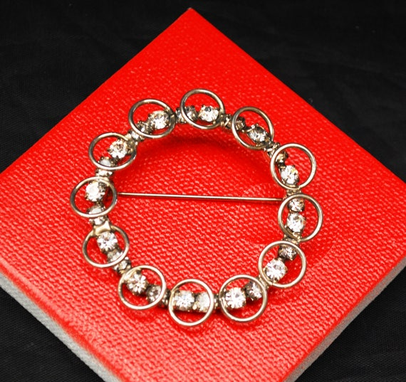 Rhinestone wreath brooch- round Silver - mid century pin