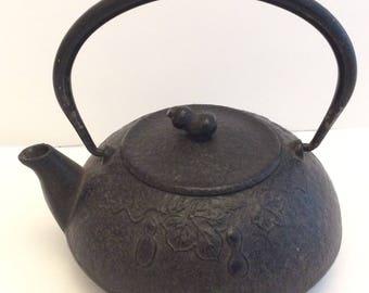 Vintage Japanese teapot cast iron small 1.5 cups Tetsubin mini tea pot