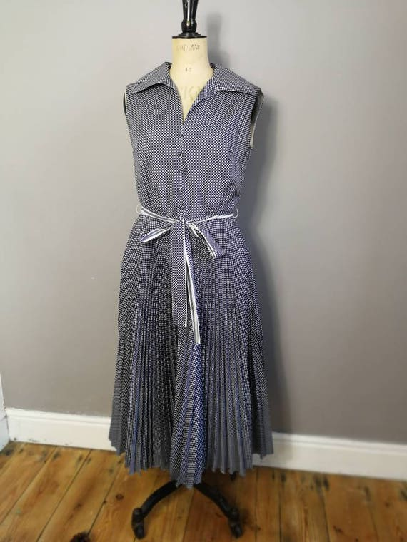 70s op art dress / petite 70s pleated dress / blue white knife  pleat vintage dress / nautical dress / ditsy print dress / UK 8