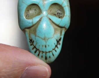 4 natural turquoise gemstone beads, dyed, Skulls, 32 mm x 22 mm x 11 mm, hole 1 mm, turquoise blue