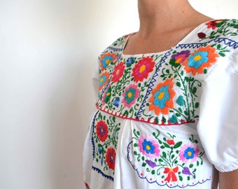 Vintage clothing - Mexican dress - white embroidered Oaxacan cotton dress - xs/sm