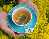 Crown shaped tea bags with a bee - gift - spring - breakfast
