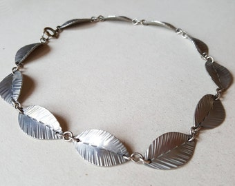 Pretty little leaf collier / necklace, metal, 1960s (F1005B)