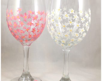 floral wine glass flower painted wine glass daisy painted wine glass spring wine