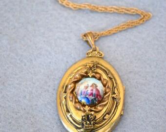 Victorian Revival Gold Tone Locket Vintage