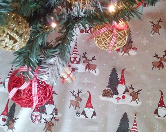 "READY TO SHIP - Sale - Christmas Tree Skirt - Festive Tree Skirt - Christmas Decor - Tree skirt with white pom pom fringe - 42"""