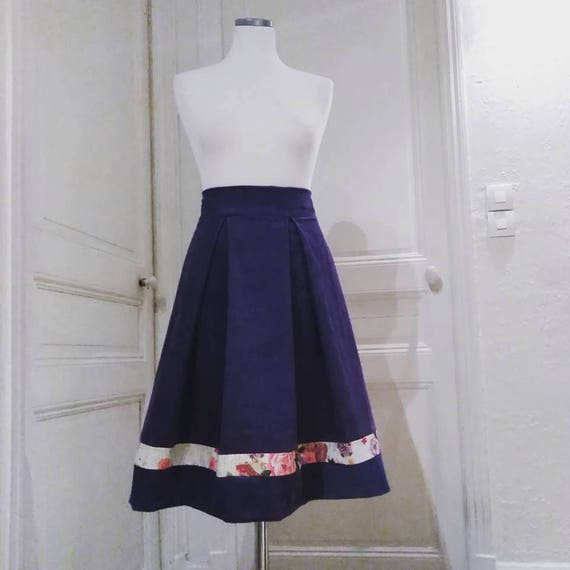 Skirt with pleats. Belt at waist. violet color. Retro, vintage or pin up style. Very
