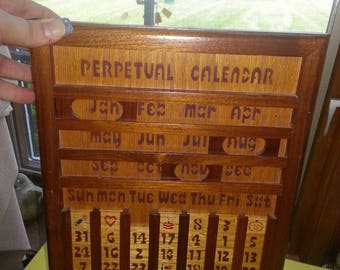 """Vintage 1980s Dave's Wood Products Hanging """"Perpetual Calendar"""" Made in Illinois"""