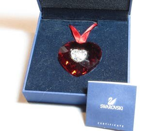 Swarovski crystal Valentine 2005 ornament   mint in box with booklet