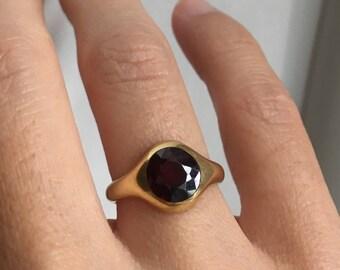 Victorian 18K Garnet Signet Ring