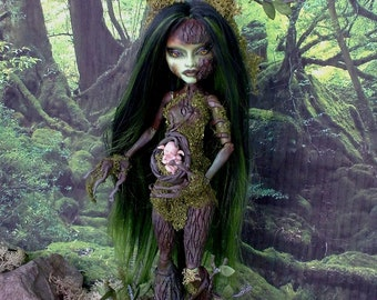 Monster High repaint, Monster High OOAK, Monster High custom of Lalarossa, Casta Fierce, Dryad.