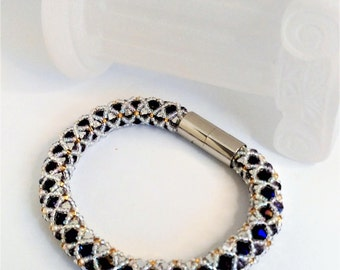 Glass and Crystal beads bracelet - purple