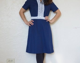 Vintage navy dress with white floral trim // 1970s retro // high collar // short sleeves // a-line skirt // size small