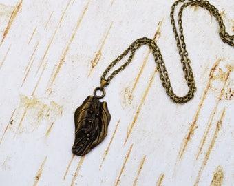 SALE - Leaf Necklace, Antique Bronze Leaf Lariat, Vintage Necklace, Leaf Charm Jewelry Gift