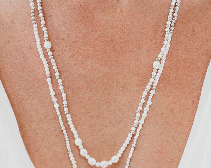 Necklace with pearls and silver