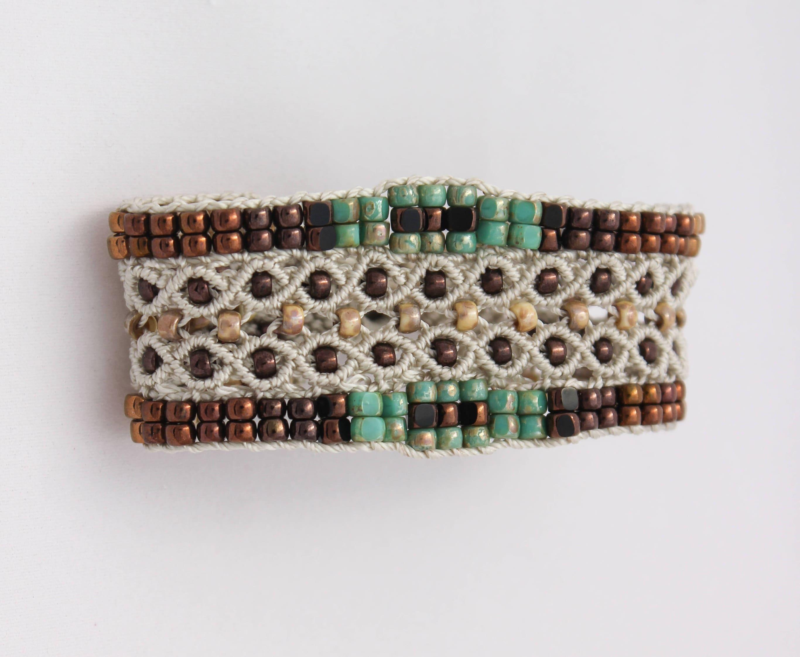 Le Tropézien  bracelet bohème pour femme en micro,macramé création  exclusive MIA PROVENCE, boho chic, cool chic, bijou bohème de créateur