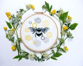 Bee and honeycomb embroidery kit. Modern embroidery. Wall Art. Beginner Kit. Tutorial.Summer sewing project. Needle work kit. Bee Hoop art.