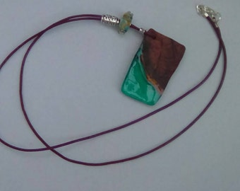 Necklace Yew wood and green resin